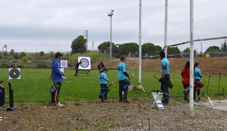 Arquers del Club Tir amb Arc Lleida entrenant-se a Puigverd.