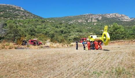 Imatge del rescat del motorista ferit ahir en una pista forestal de Peramola.