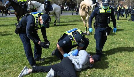 Agents australians arresten una persona a Melbourne, ahir.
