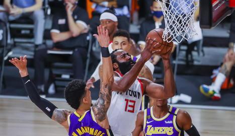 James Harden va ser decisiu en el duel amb els Lakers.
