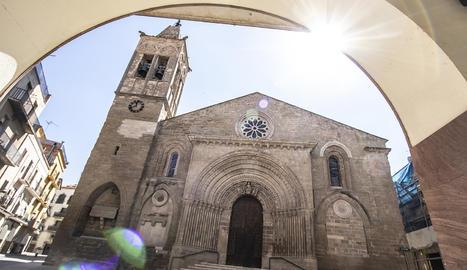 L'Església de Santa Maria d'Agramunt és un tresor per a la vista, hi destaca la seva extraordinària portalada del segle XIII.