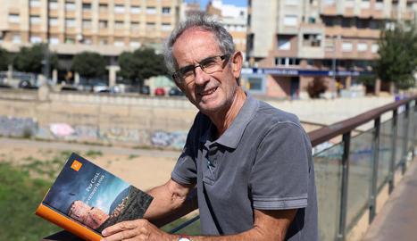L'escriptor pallarès Pep Coll, ahir amb la seua nova novel·la, 'L'any que va caure la roca'.