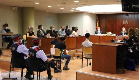 Tres dels condemnats, a la foto ahir al banc dels acusats, estan en presó preventiva.