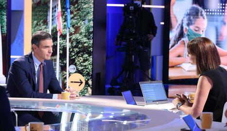 La lleidatana Mònica López va entrevistar ahir Sánchez en el debut del programa 'La Hora de la 1' a TVE.