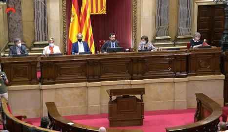 Torrent (centre) acompanyat per Francesc Codina, Dolors Montserrat, Ernest Benach, Concepció Ferrer i Manuela de Madre.