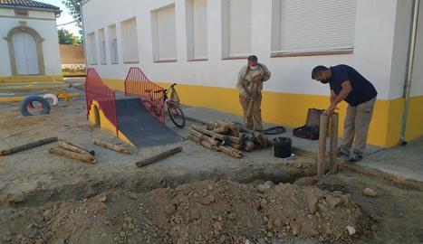 Almacelles divideix en parcel·les els patis escolars per complir amb els protocols sanitaris
