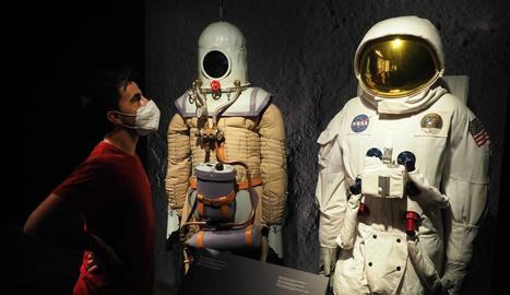 Escafandre i vestit d'astronauta que formen part de la mostra 'Apollo 11' que podrà veure's a Lleida.