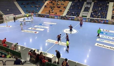Primer partit amb públic a Espanya - El Barça d'handbol va obrir la Lliga Sacyr ASOBAL amb una ferma victòria a la pista de l'Helvetia Anaitasuna per 18-31. L'aforament estava limitat a uns 800 espectadors com a mesura de precaució per la ...