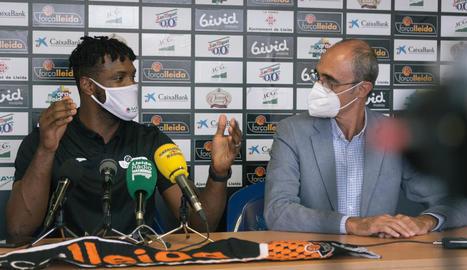 Antonio Hester durant la presentació oficial com a nou jugador del Força Lleida.