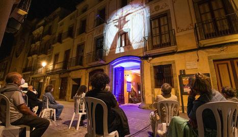 El Museu de Lleida va estrenar ahir a la nit el cicle de projeccions a la fresca que va ajornar al juliol.