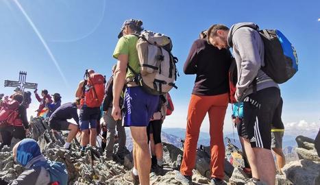 El Parc Natural de l'Alt Pirineu critica la massificació a la Pica d'Estats i anuncia que regularà l'accés