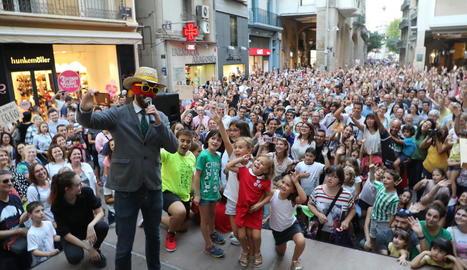 La plaça Paeria de Lleida, de gom a gom durant les festes de l'any passat durant el pregó del Sr. Postu.