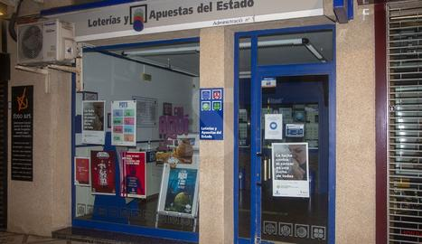 Imatge de l'administració de loteries de Tàrrega, ahir a la nit.