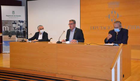 El president de la Diputació de Lleida, Joan Talarn, amb el vicepresident Jordi Latorre i el diputat de l'Àrea de Salut, Albert Bajona.