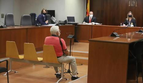 L'acusat, durant el judici celebrat ahir a l'Audiència Provincial de Lleida.