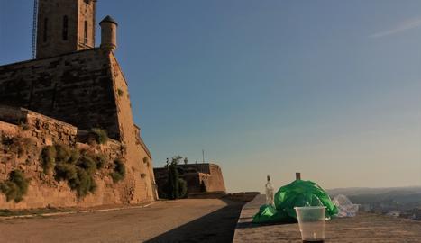 Una imatge deplorable del monument més emblemàtic de Lleida