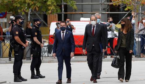 Torra, Aragonès i Budó, ahir, a l'arribar al Suprem per a la vista pel cas dels llaços grocs.