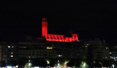 La Seu Vella, il·luminada ahir a la nit per la protesta del sector dels esdeveniments i els espectacles