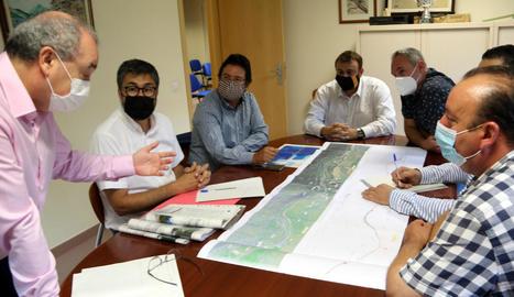 Gavín (centre) va presentar el projecte al Pallars Sobirà.