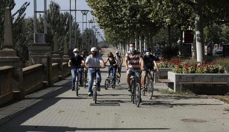 Unes 40 persones van reivindicar una ciutat amb menys cotxes.