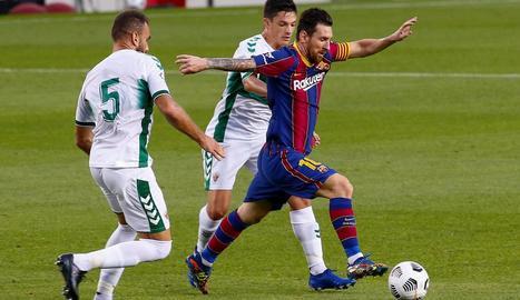 Messi, intentant anar-se'n de dos marcadors, va tornar a ser dels millors en l'últim test.