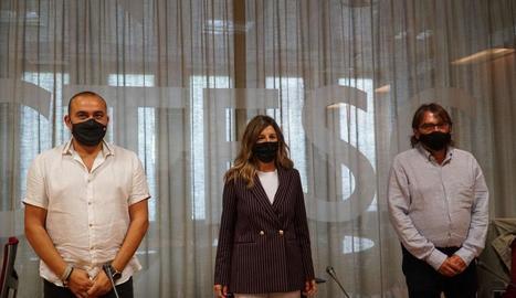La ministra Yolanda Díaz, entre Javier Pacheco i Camil Ros.