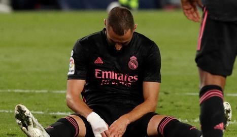 Karim Benzema es lamenta després de fallar una ocasió durant el partit contra la Reial Societat.
