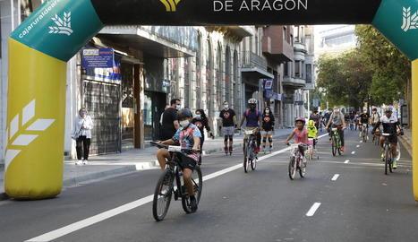 Petits i grans van recórrer els carrers de Lleida amb bicicleta per reivindicar una mobilitat més sostenible a la ciutat.