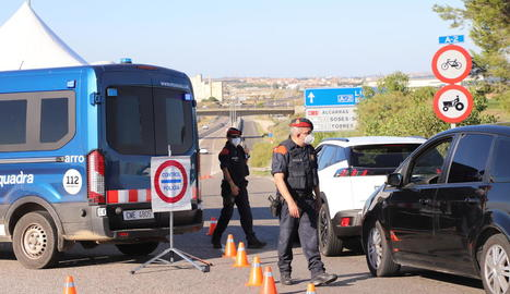 Controls policials el juliol passat després de decretar-se el confinament perimetral del Segrià.