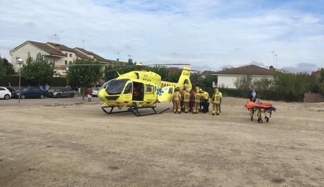 L'operari ha estat traslladat per un helicòpter del SEM a l'hospital d'Igualada.