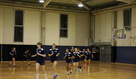 L'equip que dirigeix Vujasinovic va entrenar-se ahir per primer cop a l'Agnès Gregori a les deu de la nit.