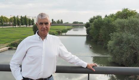 Ignasi Servià, amb el riu Segre de fons