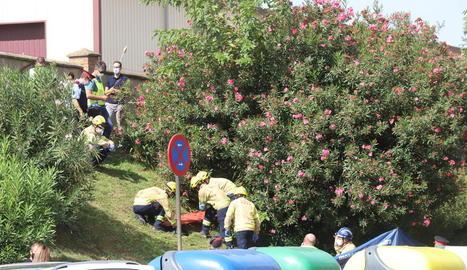 Bombers i agents dels Mossos van localitzar el cadàver.