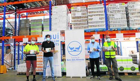 Presentació del balanç del Banc dels Aliments de les Comarques de Lleida, ahir al seu magatzem central.