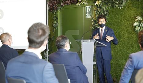 El conseller de Territori i Sostenibilitat, Damià Calvet, en un moment de la presentació del projecte de Rodalies Lleida aquest divendres a la Llotja.