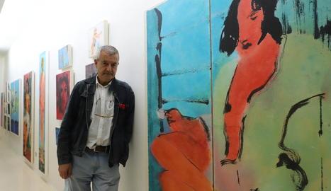 L'artista de la Seu d'Urgell Perico Pastor va inaugurar ahir una exposició a la galeria Indecor de Lleida.