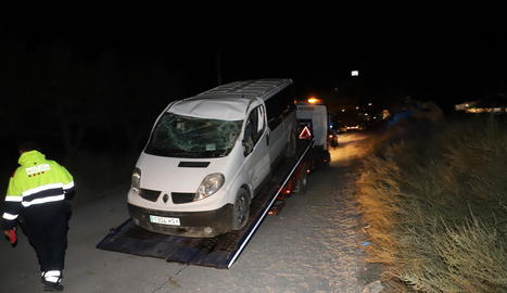 Imatge de l'estat en el qual va quedar la furgoneta després de l'accident mortal d'ahir.