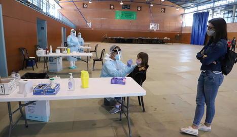 Aquesta setmana es van fer proves PCR al col·legi d'Almenar, on més de la meitat d'alumnes estan confinats.