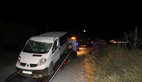 Imatge de l'estat en què va quedar la furgoneta accidentada.