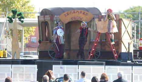 Actuació simbòlica dels Castellers de Lleida, ahir.