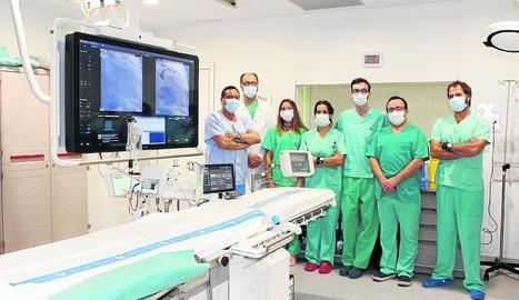 Foto de família de l'equip de Cardiologia, amb Worner i Casanova.