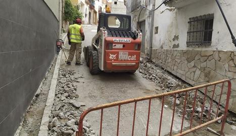 Les obres al centre urbà de Torrent de Cinca.