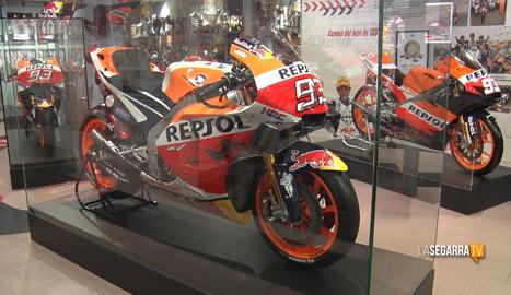El Museu de Cervera ja llueix la moto amb què Marc Márquez es va proclamar campió del món de Moto GP el 2019