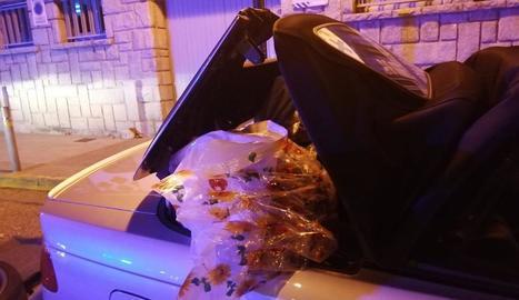 Al vehicle portaven ocultes sis bosses amb 15,5 quilos de cabdells de marihuana.
