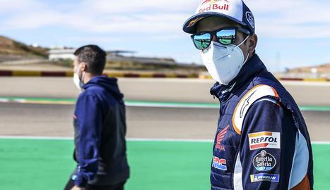 Àlex Màrquez, revisant ahir el circuit abans de començar la sessió d'entrenament.