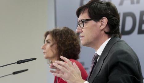 El ministre de Sanitat, Salvador Illa, i la portaveu del govern espanyol, María Jesús Montero, a la roda de premsa posterior al Consell de Ministres.