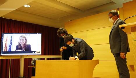 Talarn, Jordà i Aragonès van firmar el conveni a Lleida. Serret hi va participar via videoconferència.