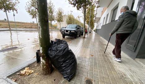 La proliferació de bosses al carrer ha augmentat per la Covid.
