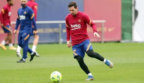 Leo Messi durant l'entrenament d'ahir a la Ciutat Esportiva.