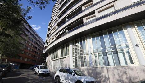 """Tràmits - L'oficina del SEPE de Lleida (a la imatge) segueix dedicada en exclusiva a la tramitació d'ERTO, segons van assegurar ahir fonts sindicals, que van explicar que la """"sobrecàrrega"""" de treball dels empleats ha obligat a derivar a  ..."""